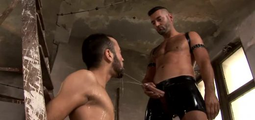 Pissing Slave: Wuilliam Wallace Uses Max Schmal - Part 1