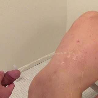 Pissing Guys: Michael Dora and Riley Michaels