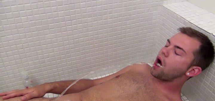 Pissing Guys: Preston Ettinger