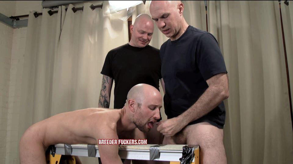 Pissing Guys: Drew